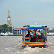 Touristenboot auf dem Chao Phraya Fluss