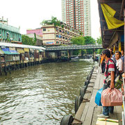 Anlegestelle für die Khlong-Boote in Bangkok