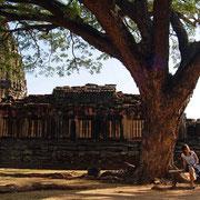 Relaxen in der Tempelanlage Prasat Phimai