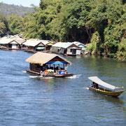 Hausboote auf dem River Kwai