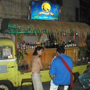 Changbeer trinken ist überall möglich auf der Khao San Road.