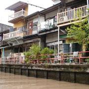 Häuser entlang der Khlongs