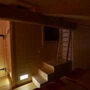 """Aufgang von Schlafzimmer 1 (2 Doppelbetten) zur  """"Räuberhöhle"""" mit 2 Betten"""
