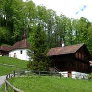 Links oben die Einsiedelei von Bruder Klaus mit der Oberen Ranftkapelle