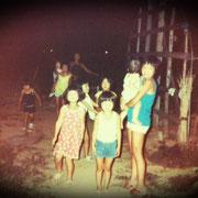 ※子供たち 大人と子供はいつも別! いとこ同士仲良しだったので、いつも大きい子が小さい子の面倒を見ていました! ちなみに、写真の私は当時若干4歳。。。今から34年前のひとコマ。