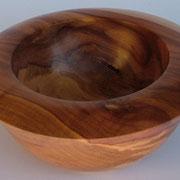 Holzschale Apfelbaum mit kleinen Trocknungsrissen/Rindeneinschluß 22,5 cm X 9,5 cm