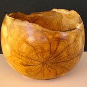 Naturrand Holzschale Eibe 17,5 cm x 12,8 cm.