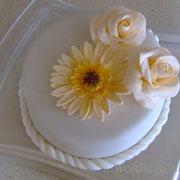 Torte zur standesamtlichen Hochzeit