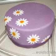 Geburtstagstorte lila mit Margariten