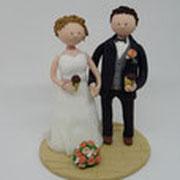 Tortenfigur Brautpaar mit Eistüten