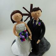 Tortenfigur Brautpaar mit Gipfelkreuz