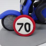 Tortenfigur auf Roller zum 70. Geburtstag