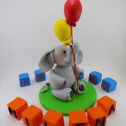 Tortenaufleger Elefant mit Luftballons mit Buchstabenwürfel