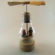 Glühbirnenpyramide mit Krippenfiguren 1