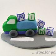Tortenaufleger Auto mit Buchstabenwürfel