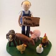 Tortenfigur mit Schwein, Schafen und Hennen/Hahn