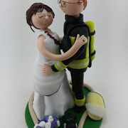 Tortenfigur Brautpaar Feuerwehrmann und Hasen