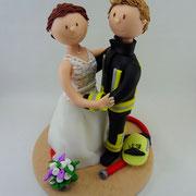 Tortenfigur Brautpaar Feuerwehrmann