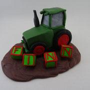 Tortenaufsatz Traktor mit Buchstabenwürfel