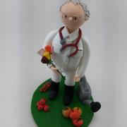 Tortenfigur Arzt mit Gärtnerhobby