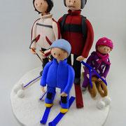 Tortenfiguren Großeltern mit Enkel im Schnee
