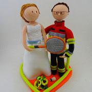 Tortenfigur Brautpaar Feuerwehrmann mit Tennisspielerin
