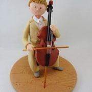 Tortenfigur Junge am Cello