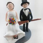 Tortenfigur Brautpaar Braut sitzt auf Brotschieber