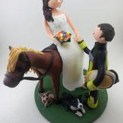 Tortenfigur Brautpaar Feuerwehrmann Braut auf Pferd