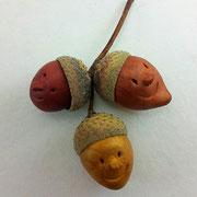 Streudeko Eichel mit echten Eichelhütchen und modellierten Gesichtern
