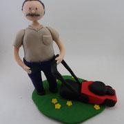 Tortenfigur mit Rasenmäher