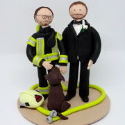 Tortenfigur Hochzeitspaar Feuerwehruniform und Hund