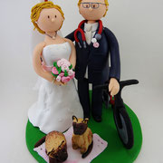 Tortenfigur Brautpaar mit Fahrrad und Katzen