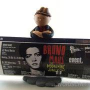 """Tortenfigur """"Bruno Mars"""" mit Ticket"""