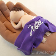 Tortenfigur Baby in Hand