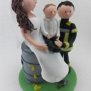 Tortenfigur Brautpaar Feuerwehrmann mit Familie
