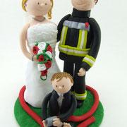 Tortenfigur Brautpaar Feuerwehr mit Kinder