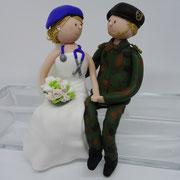 Tortenfigur Brautpaar Bundeswehrsoldat und Bundeswehrärztin