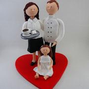 Tortenfigur Brautpaar Koch, Restaurantfachfrau mit Kind