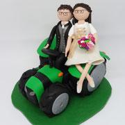 Tortenfigur Brautpaar mit Traktor
