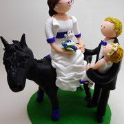 Tortenfigur Brautpaar mit Braut auf Pferd und Kind