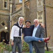 """Sky Du Mont, Rob Fowler und Christopher Biggins (""""Rocky Horror Show"""") in Oakley Court bei London, dem Originaldrehort der """"Rocky Horror Picture Show"""""""