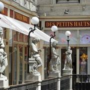 Restauration des luminaires du passage Pommeraye à Nantes / globes en verre