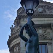 """Restauration des lanternes """"cariatides"""" / Ceinture de lumière du Palais Garnier / Opéra de Paris"""