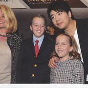 mit Schülern nach dem Konzert von Lang Lang