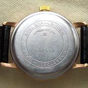 """Gehäuseprägung """"W"""" des VEB Uhrenwerke Weimar."""