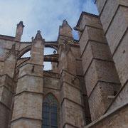 himmelwärts strebend - Detailansicht der berühmten Kathedrale La Seu