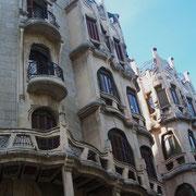 """""""Jugendstil-Zwillinge"""" - erbaut 1908-11 - unverkennbar inspiriert von Antoni Gaudi"""