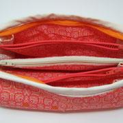 """AllZeitGriffBereit """"Orangerot"""": mit Reissverschluss, 7 Fächer, B:21cm/H:10cm. Baumwolle, Handwäsche. Preis: 27€"""