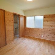 洗面脱衣室の隣に寝室2があり、便利です。